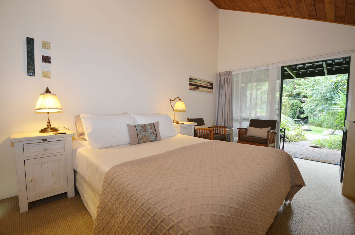 Side view of a double room at the Wairua Lodge