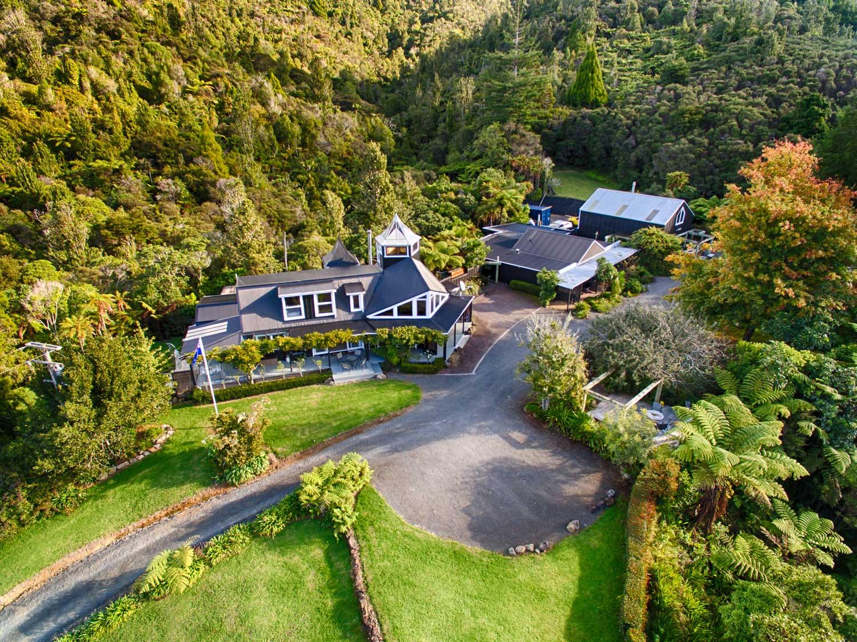 Wairua Lodge Ansicht mit der Drone gefilmt