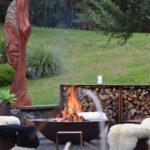 Feuergötting bei der Feuerstelle auf Wairua