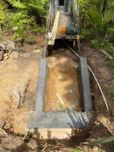 The new concrete fundation, Das neu betonierte Fundament